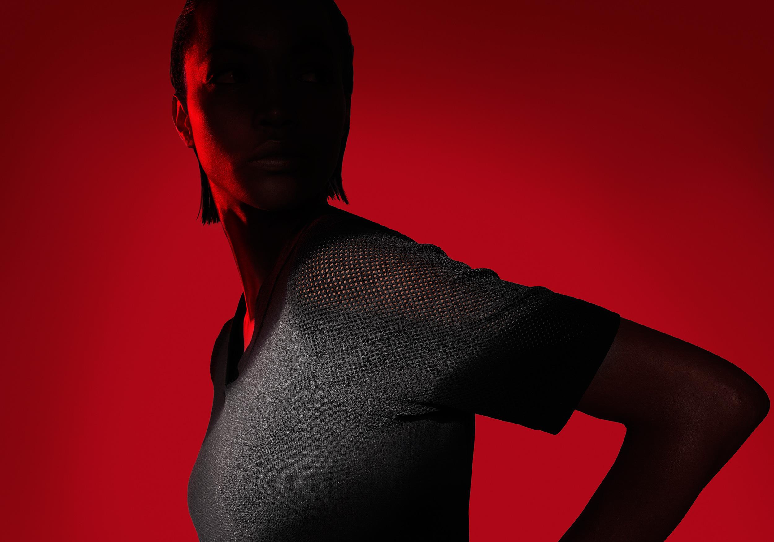 Nike Flyknit sport 3d cgi render red woman